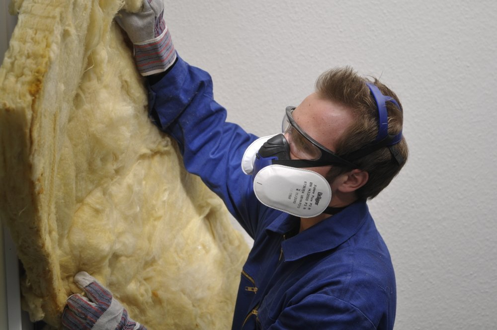 using a drager face mask to keep you safe when using fibre glass
